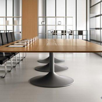 Tables et fauteuils Della Rovere